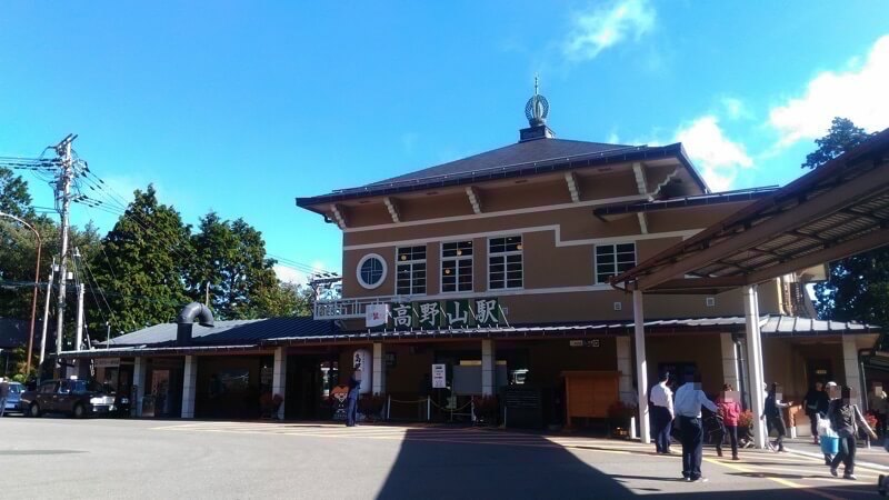 高野山駅前のバス停